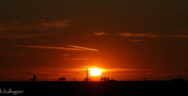 Deich vor Sonnenuntergang